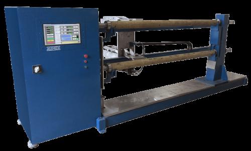 Máquina para produção de cruzetas e tubos
